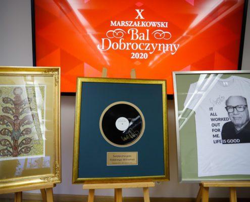 Przedmioty, które znalazły się na balowej aukcji charytatywnej, fot. Mikołaj Kuras